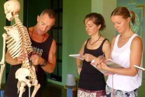 Stu Girling explaining anatomy